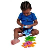Веселые зверята и красочные машинки — излюбленные игрушки детей